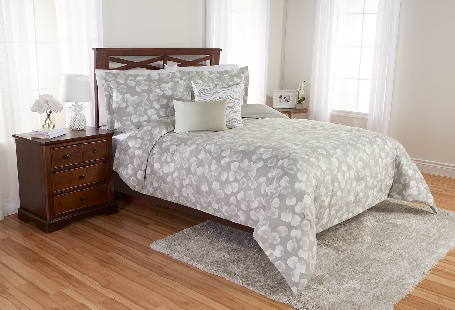 Better Homes and Gardens Scattered Leaves Comforter Set, King