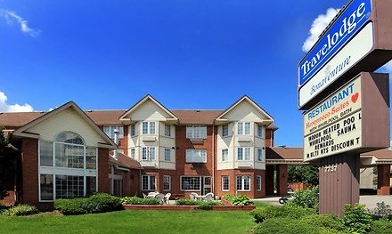 Stay with Entertainment Package At Travelodge By Wyndham Niagara Falls Bonaventure in Ontario.