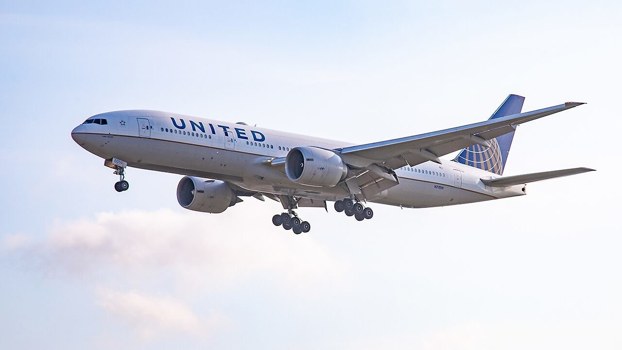 United Airlines to Notify Passengers, Allow Rebooking On Flights Near 'full Capacity' After Viral Pic Backlash