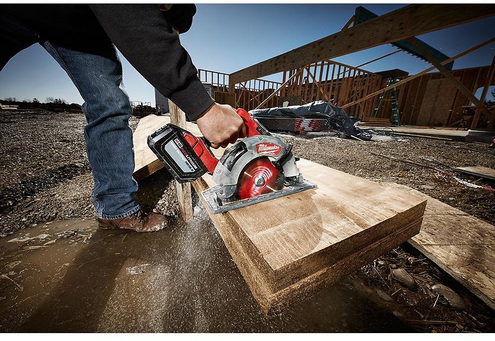 Milwaukee M18 FUEL 18-Volt 7-1/4 In. Lithium-Ion Brushless Cordless Circular Saw with Free M18 5.0 Ah Battery + F/S