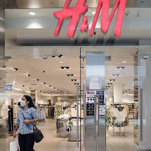 H&M Closing 250 Stores Due to COVID-19