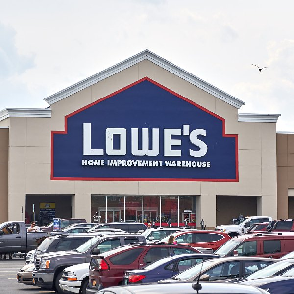 Lowe's Unveils New Holiday Savings Offers