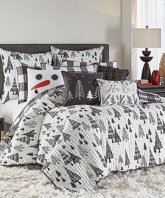 Love This Product White & Black Northern Star Quilt Set