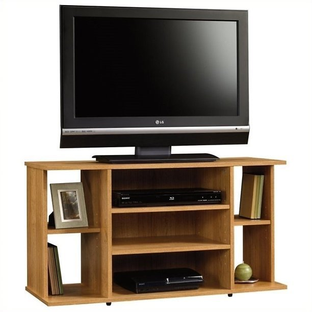 Kingfisher Lane TV Stand in Highland Oak