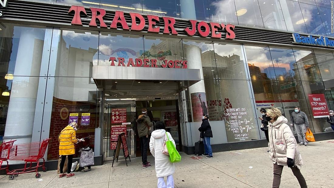 Aldi, Trader Joe's, Dollar General, and Instacart Will Pay Workers to Get a Vaccine