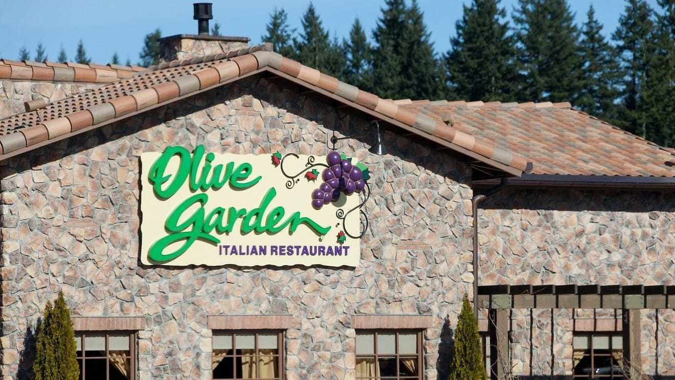 Olive Garden, Longhorn Employees to Receive Paid Sick Leave to Get a COVID-19 Vaccine