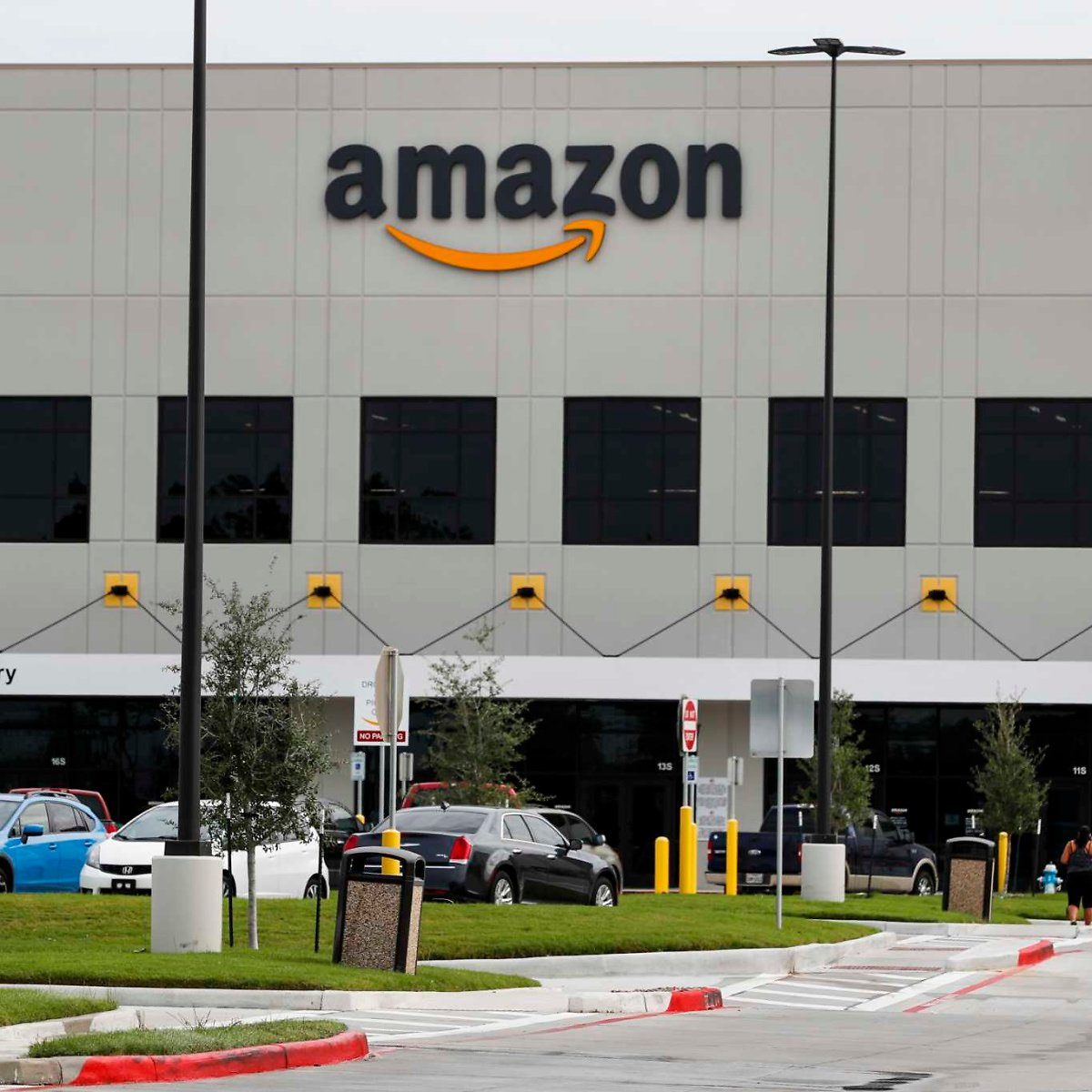 Amazon Is Launching On-site Covid-19 Vaccinations At Some Warehouses