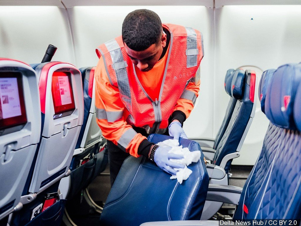 Delta Cancels Over 100 Flights, Opens Some Middle Seats