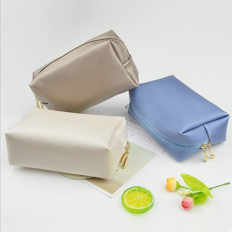 Make Up Bag 2020 New Ins Wind Super Fire Woman Large Capacity Portable Small Travel Washing and Storage Bag Waterproof