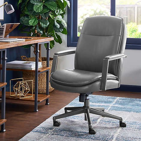 Thomasville Upton Manager Chair (3 Colors)