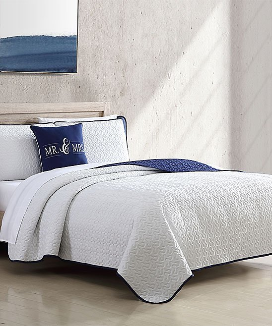 White & Navy Couple Reversible Quilt Set, 4-Piece (King)
