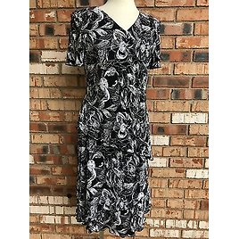 Connected Apparel Womens Size 8 Black White Floral Ruffle Layered Crinkle Dress