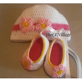 Crochet Baby Shoes and Baby Hat, Baby Clothes, Crochet Baby Girl Shoes and Hat Set, with Pink Flowers Chausson Bb, Newborn Girl Hat Shoes