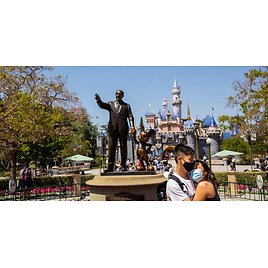 You Can Win A Free Trip To Disneyland That Even Includes A Park Hopper Pass