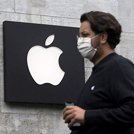 Apple to Require Masks in Half of Its US Stores